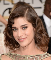Lizzy Caplan styled her hair into a vintage-chic short wavy 'do for the Golden Globes.