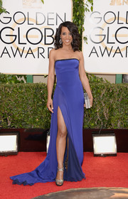Shaun Robinson flaunted some leg in a strapless blue gown with a thigh-high slit during the Golden Globes.