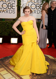 Lena Dunham worked the Golden Globes red carpet in a strapless yellow mermaid gown by Zac Posen.