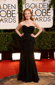 Jessica Chastain chose a simple yet glam Givenchy sweetheart-neckline strapless gown for the Golden Globes.