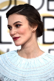 Keira Knightley was a classic beauty at the Golden Globes wearing this romantic side-parted chignon.