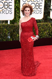 Kat Kramer channeled Alexis Carrington in a sparkly red one-shoulder gown during the Golden Globes.