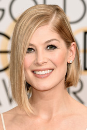 Rosamund Pike showed off a sleek asymmetrical bob at the Golden Globes.