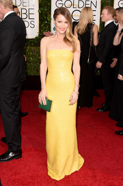 Leslie Mann played up her svelte figure in a tight-fitting yellow strapless gown by Kaufmanfranco for the Golden Globes.