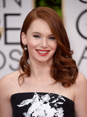Shelby Steel looked oh-so-sweet with her windswept waves at the Golden Globes.