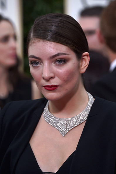 Lorde traded in her signature big hair for this sleek ponytail when she attended the Golden Globes.