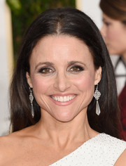 Julia Louis-Dreyfus went for no-frills styling with this center-parted hairstyle at the Golden Globes.