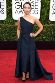 Jessica Parker Kennedy was classy in a textured navy one-shoulder gown by Pamella Roland at the Golden Globes.