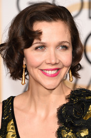 Maggie Gyllenhaal attended the Golden Globes wearing her hair in a curled-out bob.