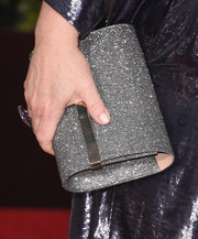 Melissa McCarthy carried a silver oversized clutch with her to the 2016 Golden Globes Awards.