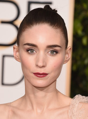 Rooney Mara's skin looked luminous on the red carpet at the 2016 Golden Globes.