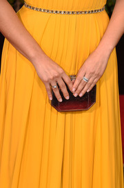 America Ferrera went for color with a red hued clutch to bring out the yellow in her gown at the 2016 Golden Globes Awards.
