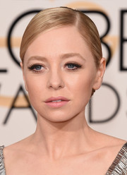 'Mr. Robot' star Portia Doubleday opted for natural-looking false eyelashes for her first trip down the Golden Globes red carpet.