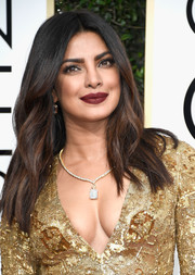 Priyanka Chopra wore her hair down with a center part and subtle waves at the Golden Globes.