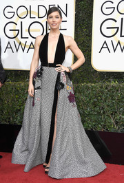 Jessica Biel looked bold and chic at the Golden Globes in an Elie Saab halter gown with a plunging neckline and a floral-appliqued skirt.
