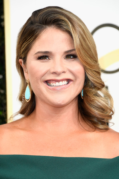 Jenna Bush Hager looked very ladylike wearing this half-pinned curly 'do at the Golden Globes.