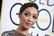 Ruth Negga worked a vintage vibe with this finger wave at the Golden Globes.