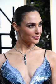 Gal Gadot styled her hair into a simple braid for the Golden Globes.