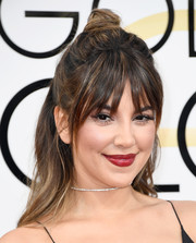 Liz Hernandez kept it youthful with this messy half-up hairstyle at the Golden Globes.