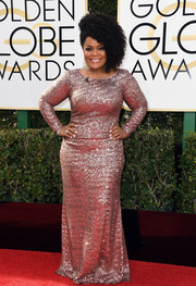 Yvette Nicole Brown brought major sparkle to the Golden Globes red carpet in a fully sequined pink gown.