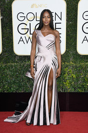 Naomi Campbell looked very fashion-forward in a sculptural lilac and black one-shoulder gown by Atelier Versace at the Golden Globes.