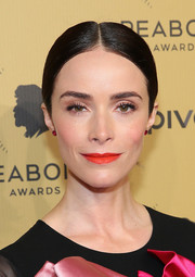 Abigail Spencer brightened up her beauty look with a bold red lip color.
