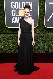 Rachel Brosnahan looked simply divine in a floor-sweeping black one-shoulder dress by Vionnet at the 2018 Golden Globes.