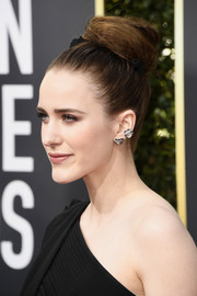 Rachel Brosnahan swept her hair up into a voluminous bun for the 2018 Golden Globes.