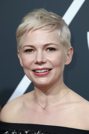 Michelle Williams wore her signature pixie in a mussed-up style at the 2018 Golden Globes.