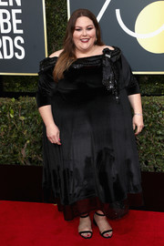 Chrissy Metz attended the 2018 Golden Globes looking elegant in a black off-the-shoulder gown by Sachin & Babi.