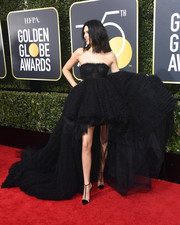 Kendall Jenner grabbed attention in a voluminous strapless gown by Giambattista Valli Couture at the 2018 Golden Globes.