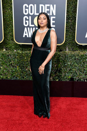 Taraji P. Henson looked sizzling-hot in a plunging, form-fitting velvet dress by Vera Wang at the 2019 Golden Globes.