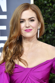 Isla Fisher looked beautiful with her side-swept waves at the 2020 Golden Globes.