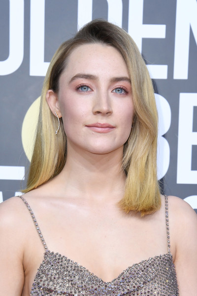 Saoirse Ronan wore her hair just past her shoulders in a straight, side-parted style at the 2020 Golden Globes.