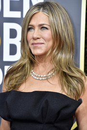Jennifer Aniston sported a loose center-parted hairstyle at the 2020 Golden Globes.
