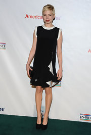Michelle Williams wore this simple black-and-white shift dress to a pre-Oscar party.