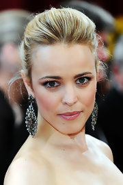 Rachel McAdams completed her look with shiny pink gloss at the 82nd Academy Awards.