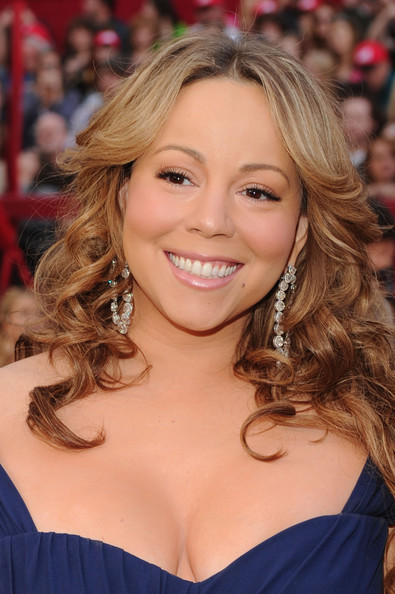 Mariah rocked her signature curly locks while walking the carpet at the Academy Awards. Her chandelier earrings looked great next to her flowing curls.