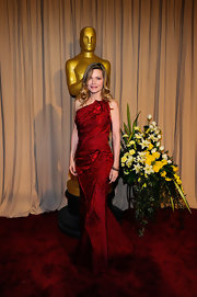 Michelle Pfeiffer looked breathtaking in a red one-shoulder gown at the Academy Awards.