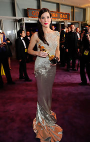 'Best Actress' winner Sandra Bullock wore vintage Tiffany's jewelry to the 2010 Oscars.