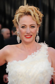 Virginia wore diamond chandelier earrings to the 2011 Academy Awards.