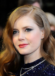 Amy Adams finished off her mid-night blue shadow ad flushed cheeks with rosy red lip gloss.