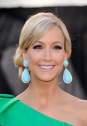 Lara Spencer played with color at the 2011 Academy Awards. The TV host paired her green one-shoulder dress with turqouise and diamond drop earrings.