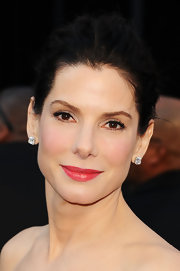 Sandra Bullock rocked the it color of the season to the 2011 Oscar Awards. Sultry red lipstick completed her natural look.