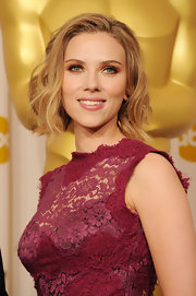 Scarlett Johansson styled her short locks into soft waves at the 83rd Annual academy Awards.
