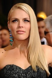 Busy Philipps accented her eyes with a pair of flirty false lashes for the 84th Annual Academy Awards.