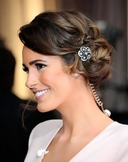 Louise Roe attended the 2012 Academy Awards wearing an 18-carat white gold vintage brooch featuring six carats of diamonds as a glittering hair accent.