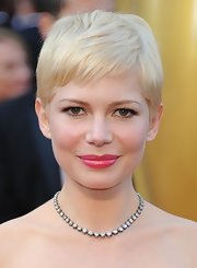 Michelle Williams attended the 84th Annual Academy Awards wearing her flaxen tresses in a sweet subtly-styled pixie cut.