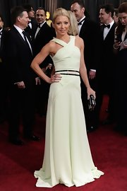 Kelly Ripa showed off her fit bod in a light mint green halter dress and belted detailing.
