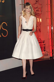 Emma Stone channeled 'Mad Men' in this white flared dress to announce the Academy Award Nominations.